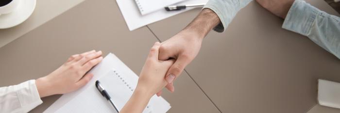 In de stoel tegenover je zit een belangrijke klant of opdrachtgever. Jij start het gesprek en: